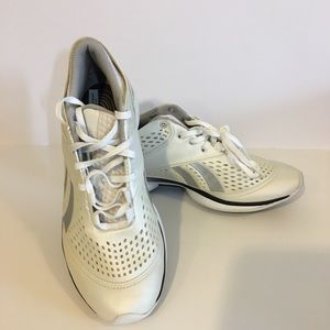 Reebok easytone smooth fit women's 8 pearl white